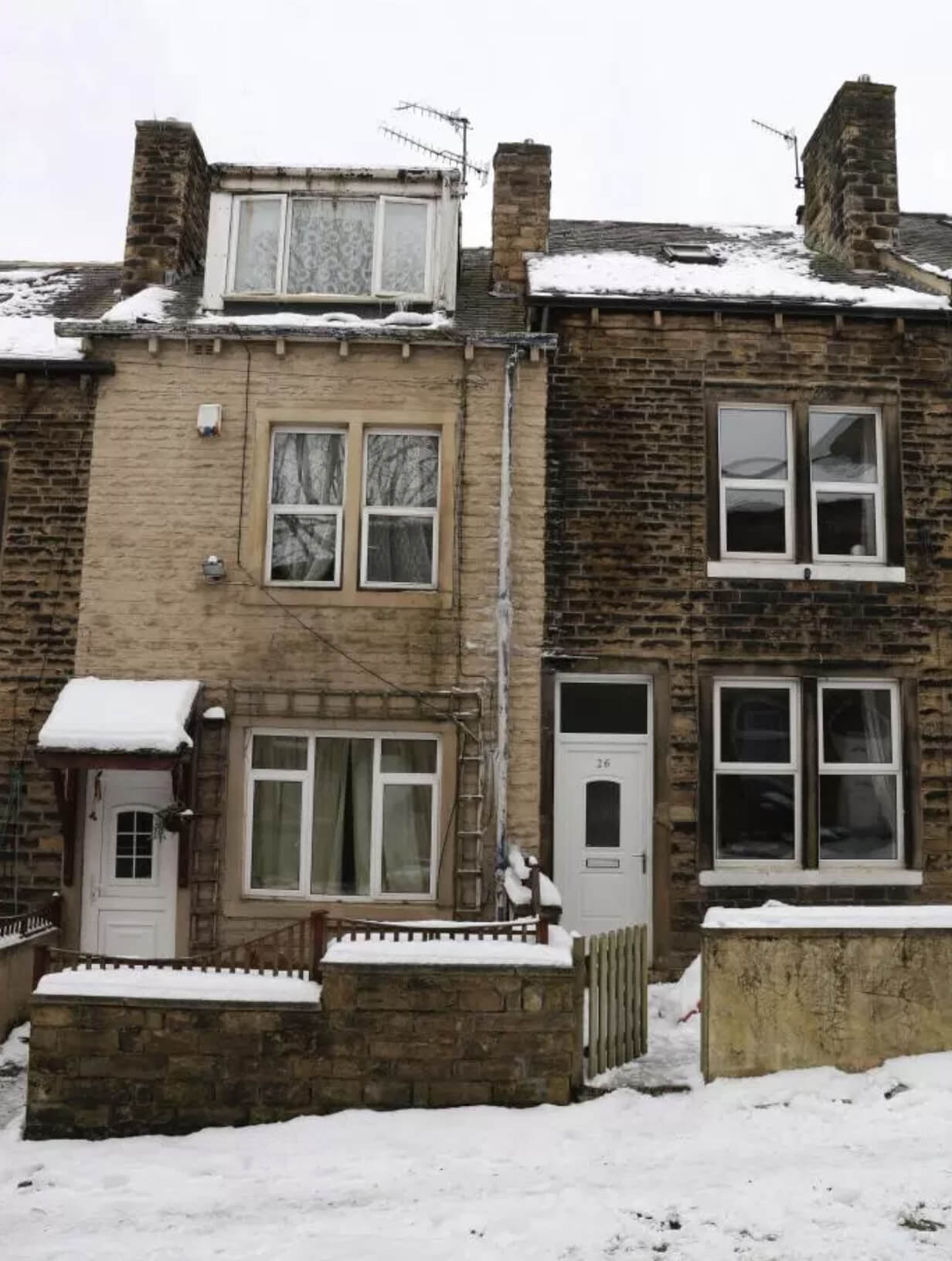 no snow on roof2 - Police uncover £80k cannabis farm after spotting roof with mysterious lack of snow..