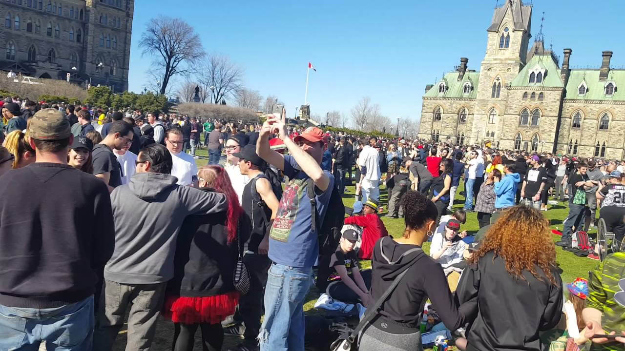 canada largest country legalize weed 3 - 109 legal marijuana shops open Wednesday, Canada set to become largest country with legal pot sales