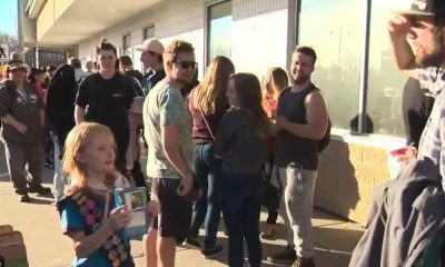 girl guide cookies edmonton featured 400x240 - Cannabis Entrepreneur - Girl guide sells out of cookies in front of Edmonton pot shop on 1st day