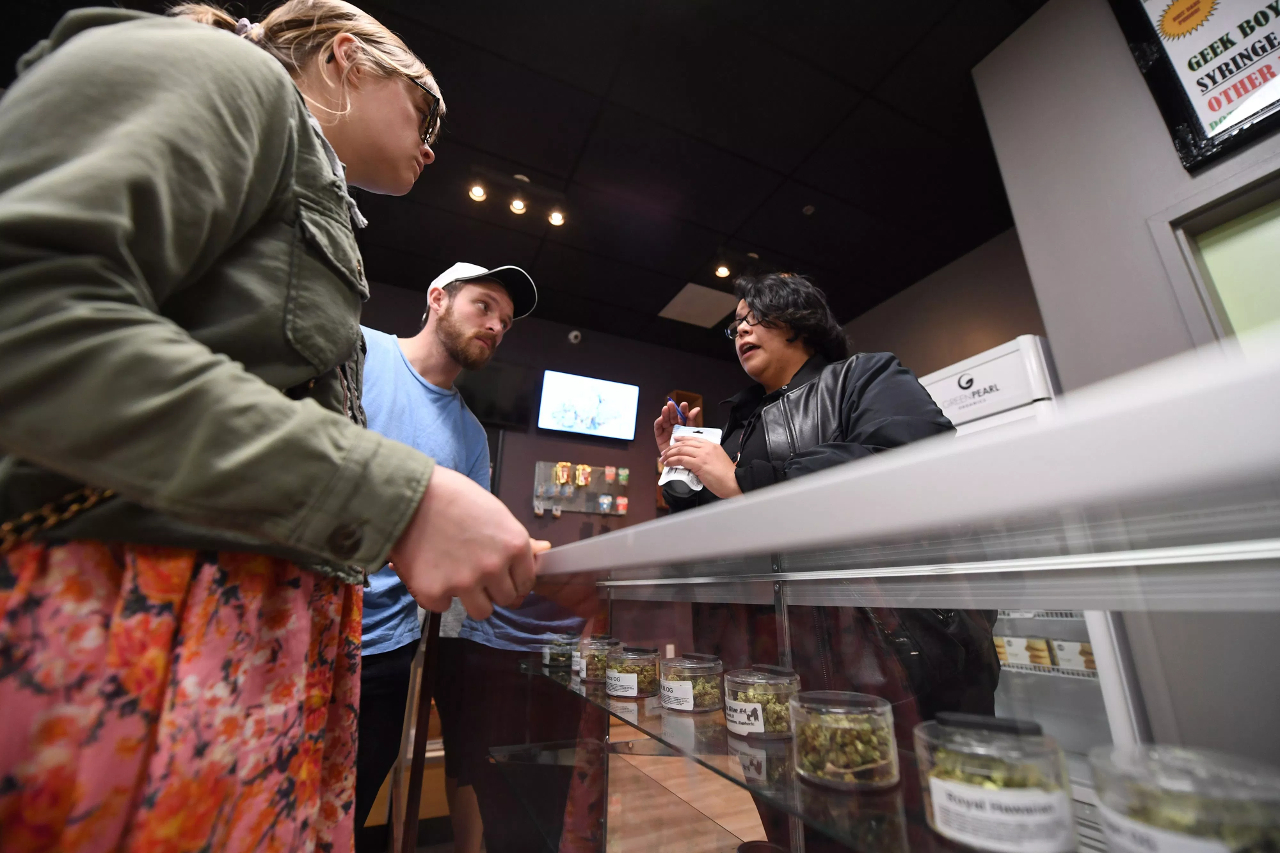 Selling pot in Ontario? Mandatory retail pot training certificate. CannSell is Smart Serve for weed